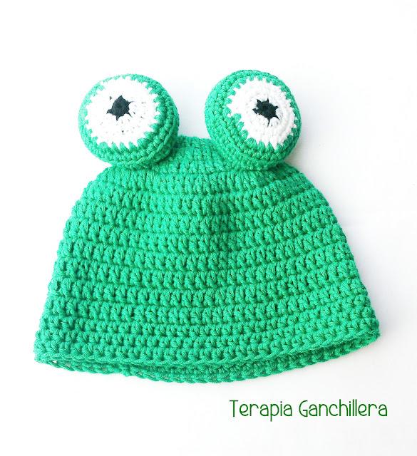 Gorro-color-verde-con-ojos-de-rana