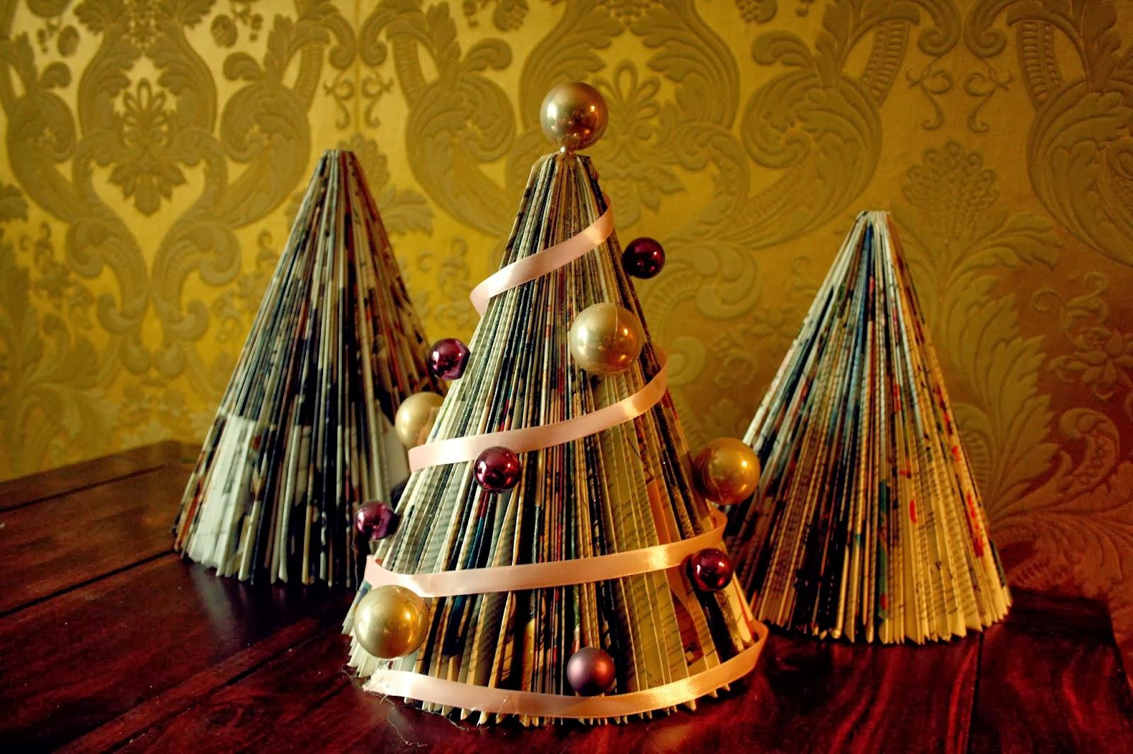 fraukleid weihnachts diy zeitungstannenbaum. Black Bedroom Furniture Sets. Home Design Ideas