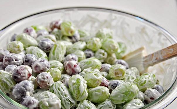 http://recipes.sandhira.com/green-grape-salad.html