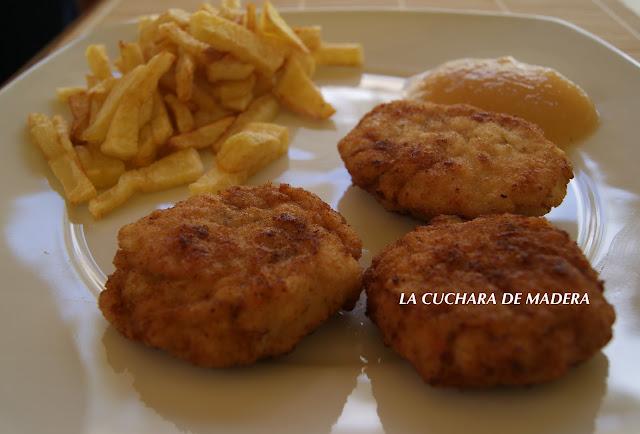 Filetes Rusos Con Compota De Manzana Y Papas Fritas