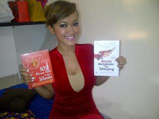 Julia Perez buku telanjang