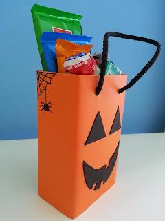 Bolsa para golosinas de Halloween hecha con tetrabrik