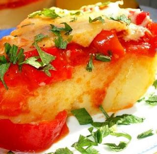 Полента с перцем, томатами и сыром