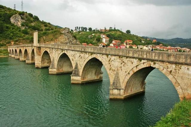 Puente sobre el Drina