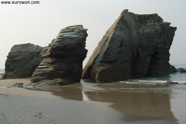 Formaciones rocosas en la playa de las Catedrales