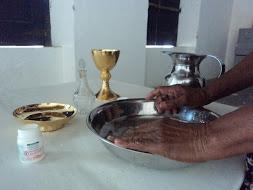 É a mão negra que ainda  limpa !