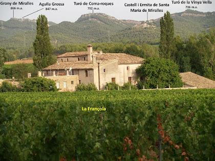 Des del mas Fransola gaudim d'una bona perspectiva de la plana i de la Serra de Miralles.