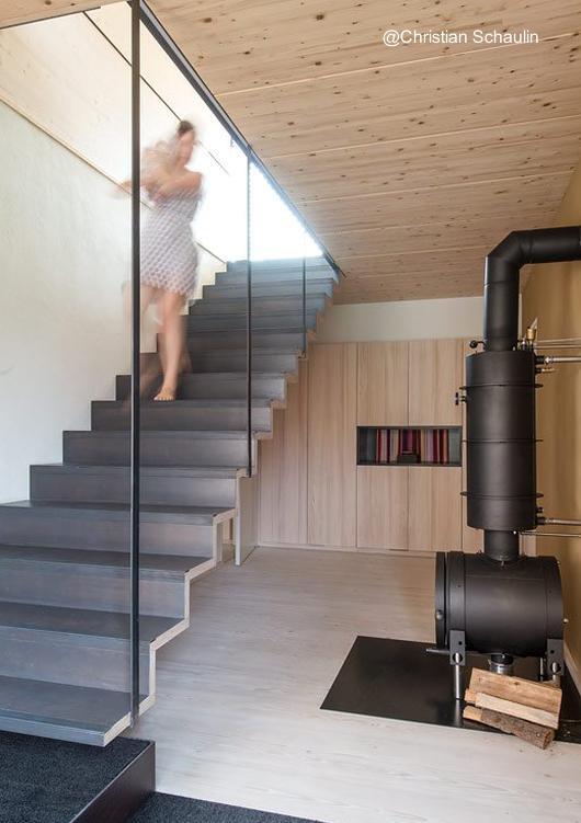 Arquitectura de casas residencia campestre moderna de dos for Escalera interior casa