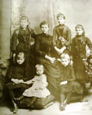 Siete Niñas Antigua Familia