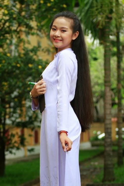 Diễn viên nhí Tam Triều Dâng xinh xắn với áo dài 15