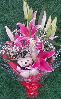 buket untuk orang wisuda, hadiah untuk orang wisuda, toko bunga dekat senayan, buket boneka wisuda, buket wisuda murah, bunga wisuda murah
