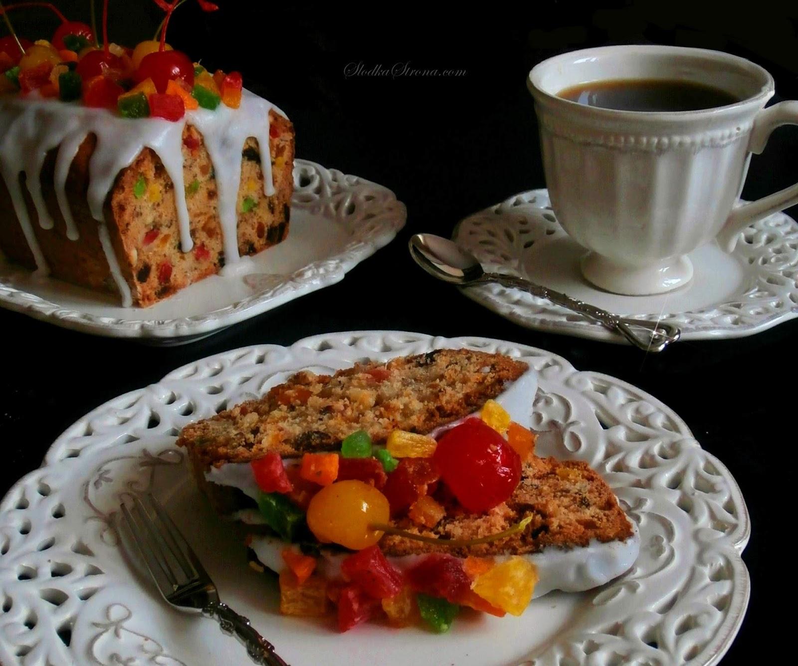 Keks to jedno z popularniejszych ciast na polskich stołach. Każdy kto uwielbia bakalie - również zakocha się w tym cieście. Mocno bakaliowy wypiek, z przeróżnymi dodatkami począwszy od suszonych moreli, śliwek, daktyli, kandyzowanych ananasów, rodzynek a skończywszy na orzechach laskowych, orzechach włoskich oraz migdałach - prawdziwa uczta smaków dla amatorów bakalii.   Mmmm... tradycyjny keks przepis, keks, keks przepis, przepisy na keks, ciasto z bakaliami, cwibak, cwibak przepis, jak zrobic cwibak, jak zrobic keks, keks z bakaliami, keks z orzechami, keks z suszonymi owocami, cwibak z bakaliami, najlepsze przepis na keks,