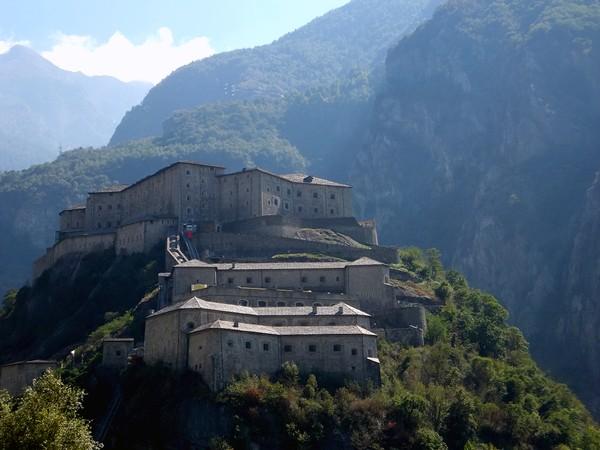 aoste aosta italie vallée val fort bard