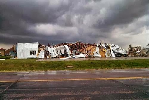 Tornado_damage_photo