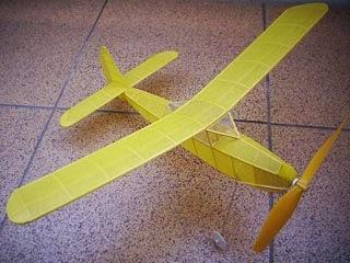 http://pesawatmodelkaret.blogspot.com/2013/12/skeete-plane-spesifikasi-pesawat-bahan.html