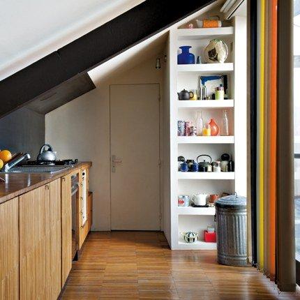 Dise o de cocina larga con techo bajo c mo dise ar for Techos para cocinas