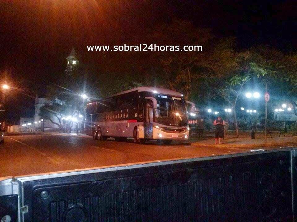 Sobral-CE: Bandidos assaltam ônibus da empresa Guanabara na BR 222.