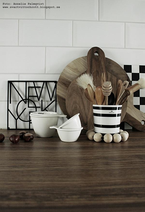 kök, kitchen, diskbänk, bänkskiva, köksdetaljer, skärbräda, skärbrädor, vew york underlägg, grytunderlägg, city trivet, city trivets, städer, stad, svart och vitt, svartvit, svartvita, mått, kastanjer, svartvit randig mugg, kähler, runda skärbrädor, fyrkantid skärbräda, annelies design & Interior, anneliesdesign, webbutik, webbutiker, webshop, nettbutikk, nettbutikker,