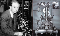 Royal Rife posa junto a su microscopio óptico