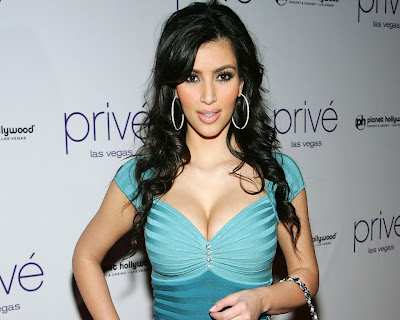 kim_kardashian_hot_wallpaper_in_bikini_06_fun_hungama_forsweetangels.blogspot.com