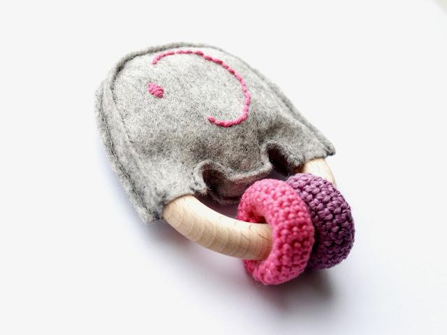 marjoleinmaakt.blogspot.com: bijtring / rammelaar olifant