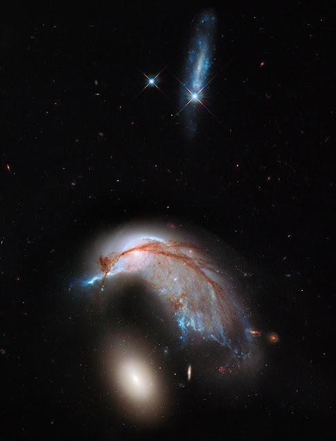 Colisão entre as galáxias NGC 2936 e NGC 2937