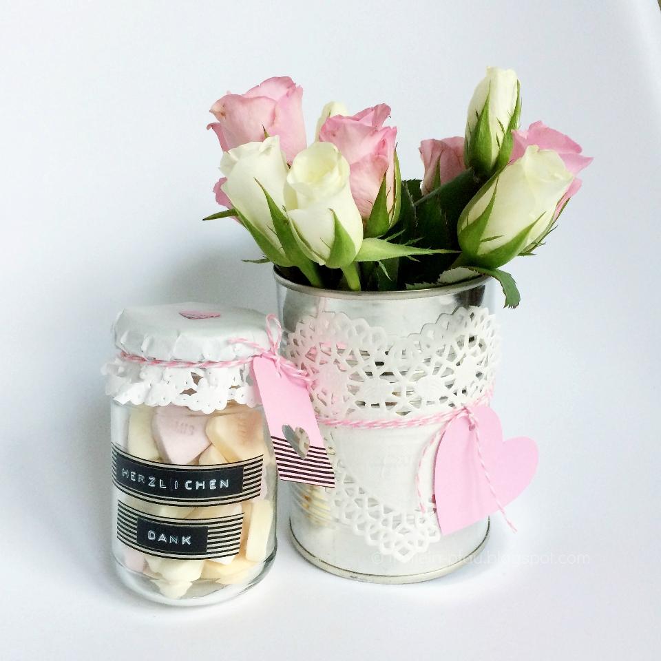 Creadienstag, Mitbringsel, Gastgeschenk, Geschenk, Altglas, Geschenk im Glas, Rosen, Blechdose, Büchse, Blumenstrauß, Kleines Dankeschön