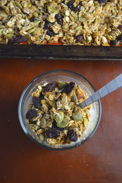 Healthy Applesauce and Pumpkin Seed Granola