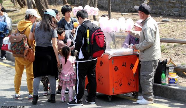 Vendiendo algodón de azúcar en Seúl