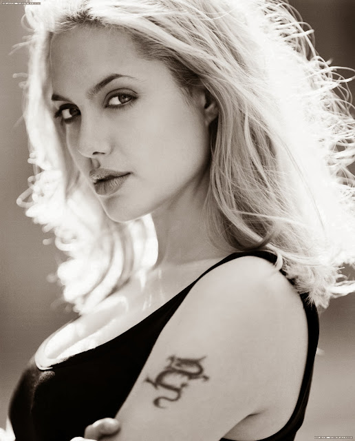 Анджелина Джоли блондинка