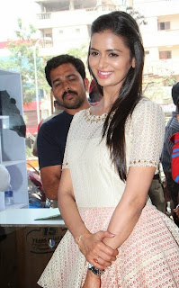 Actress Meenakshi Dixit Latest Pictures at Yes Mart Launch  51.jpg