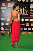 Shriya Sizzling in saree at IIFA Utsavam-thumbnail-3