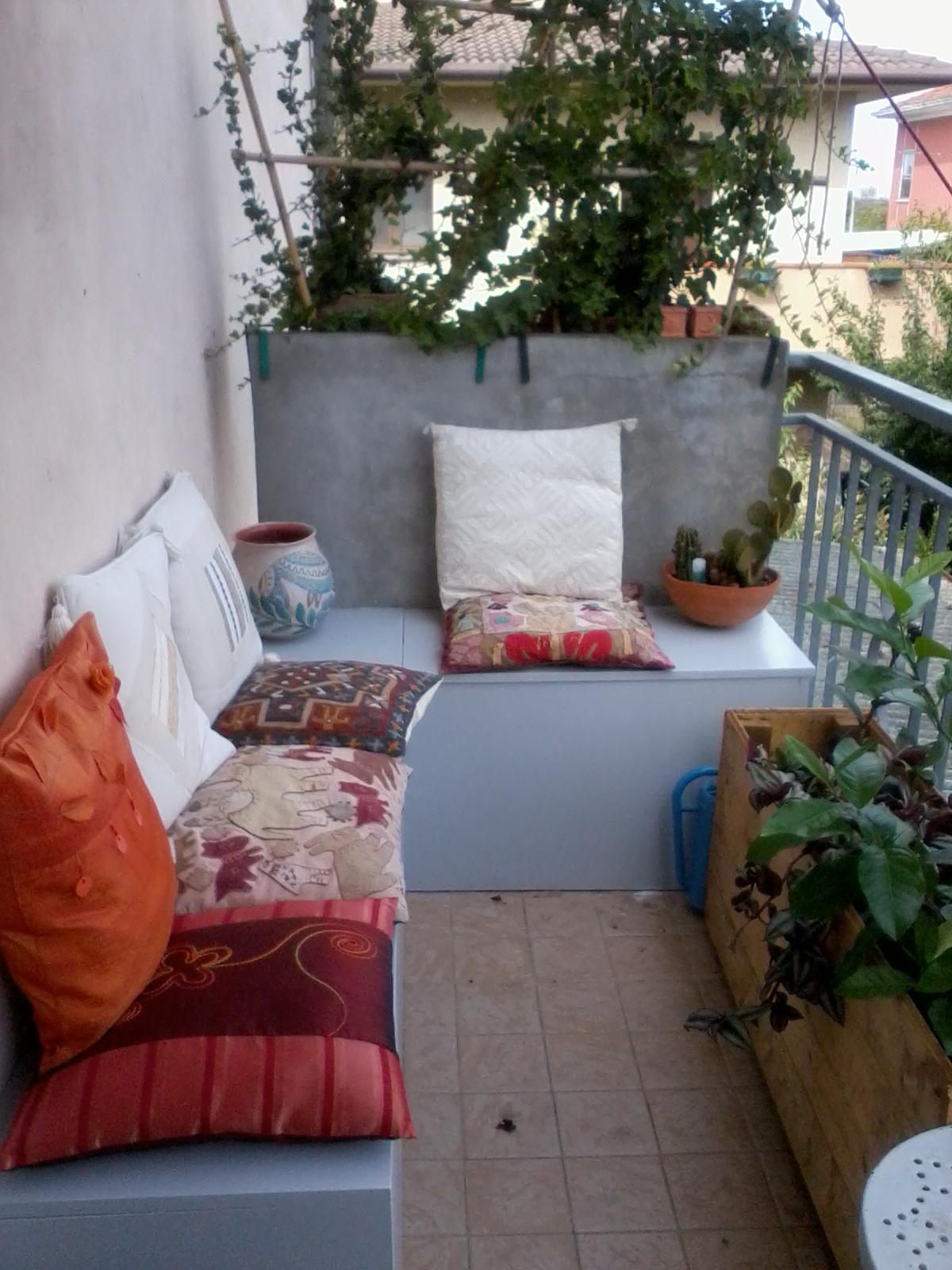 Dada paints her life una panca in terrazzo for Panca contenitore da terrazzo