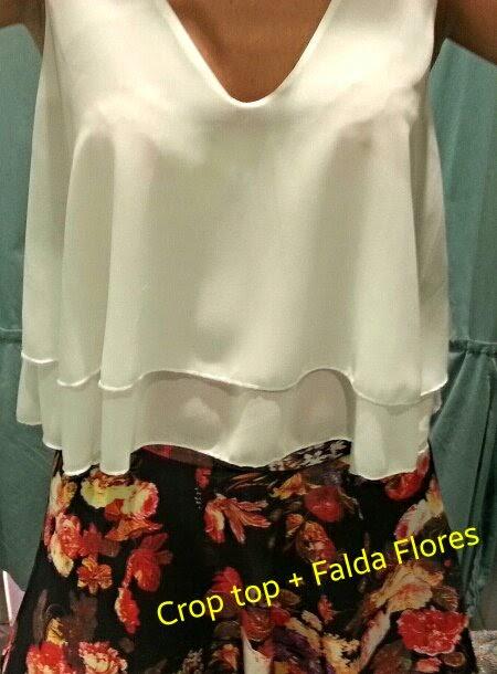 Conjunto Crop Top blanco y Falda Print Floral