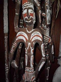 Ukiran patung Suku Asmat