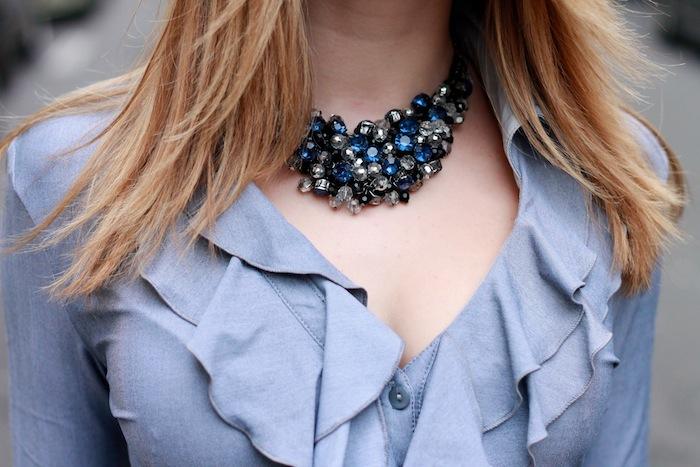 Collier plastron bleu