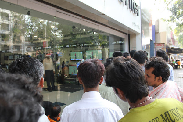 Our love for Cricket. People watching a match outside a TV store. Courtesy: JKIndiaTrip.Blogspot.com