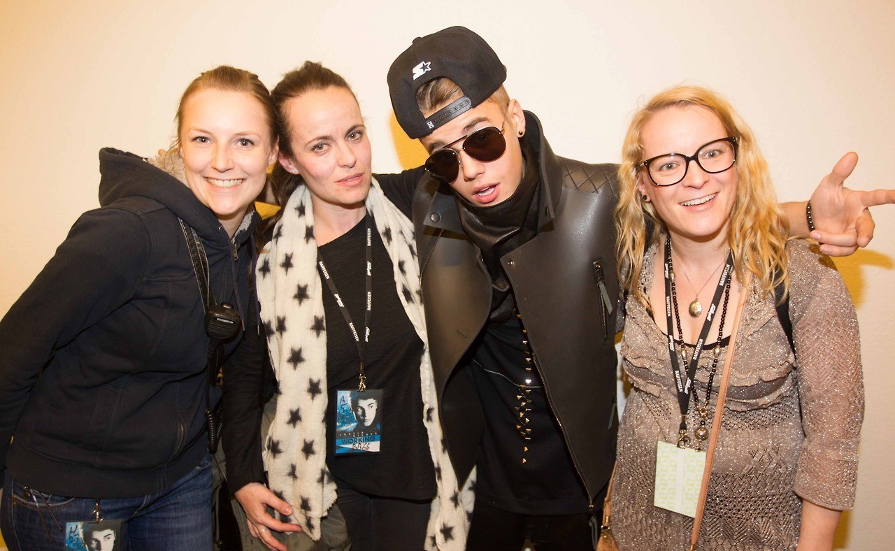 Justin biebers latest news justin bieber meet and greet at zurich march 22 2013 kristyandbryce Image collections