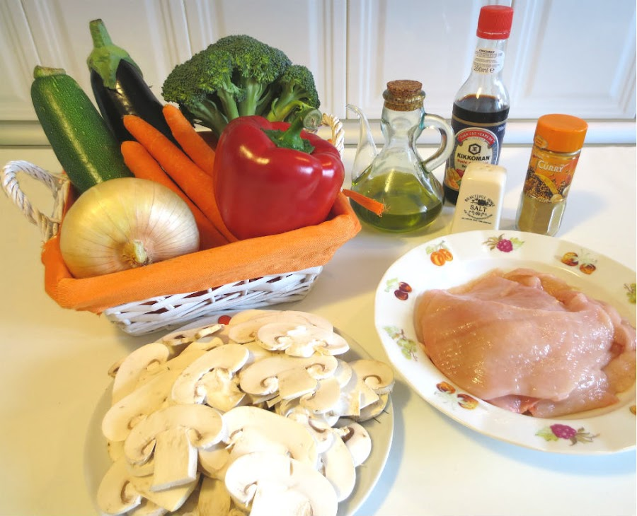 Este Wok con verduras y con pollo encantará a grandes y a pequeños: ¿Lo hacemos en estas fechas?