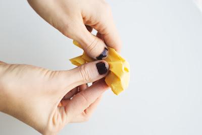 Realiza tu propio arco con flores de papel
