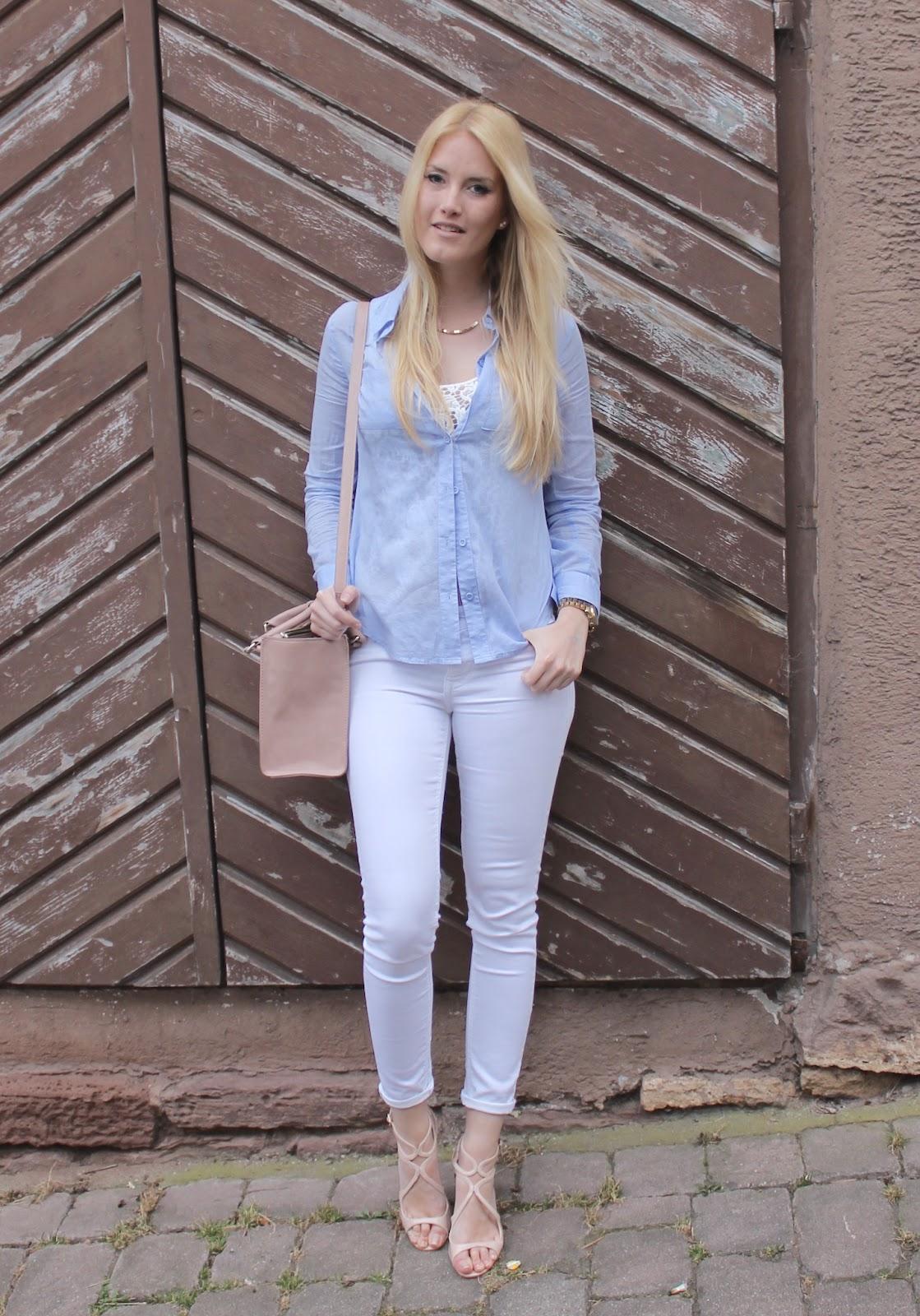 TheBlondeLion x Schuhtempel24 linen blouse blue nude heels white denim http://www.theblondelion.com/2015/03/look-blue-linen-nude-heels-schuhtempel24.html