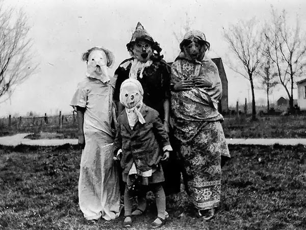 Crazy Halloween Outfits from The Past 2