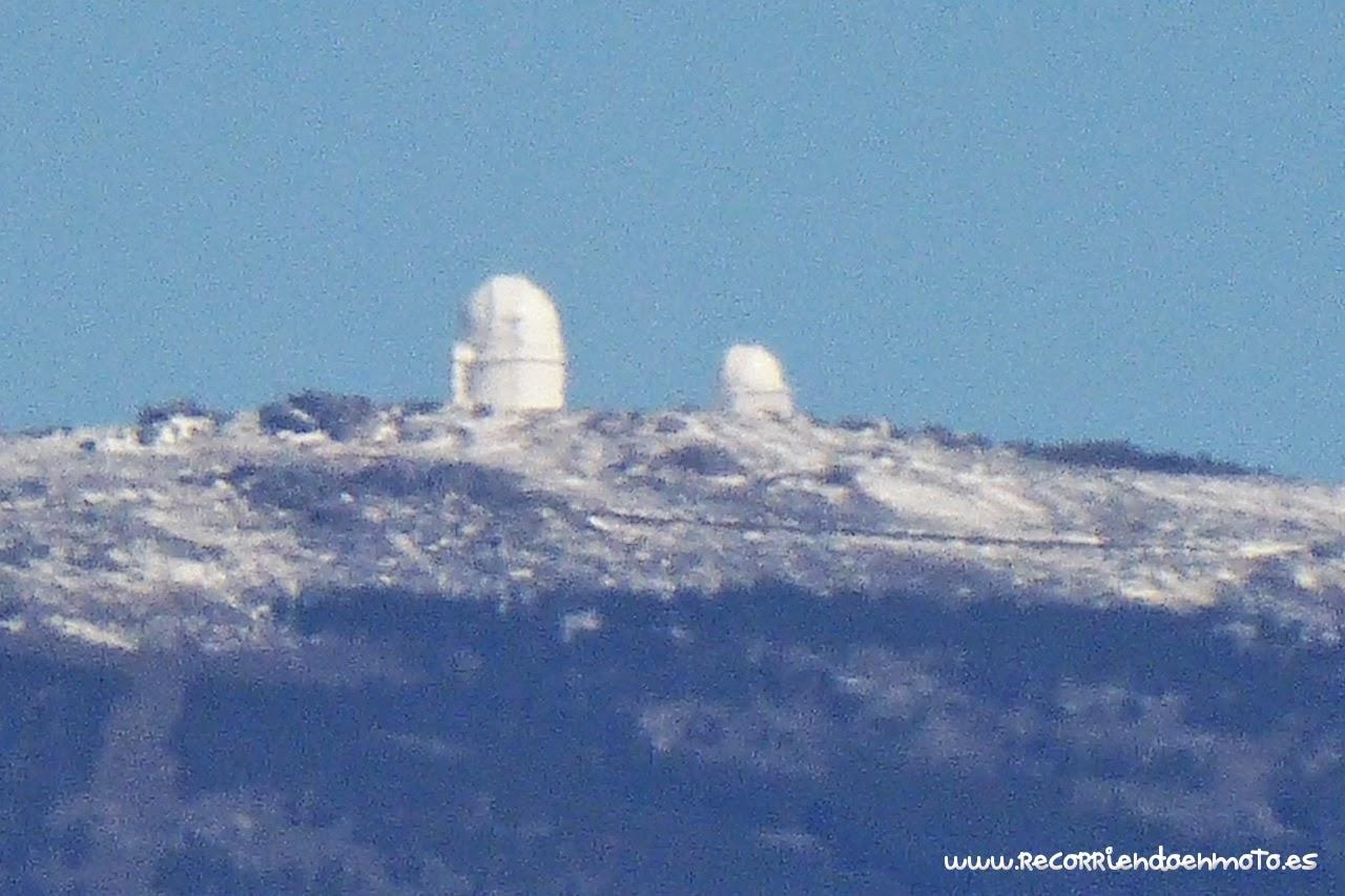 Observatorio de Calar Alto en la distancia