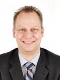 Helga u. Peter J. König im Gespräch mit dem Winzer Thomas  Brodbeck.