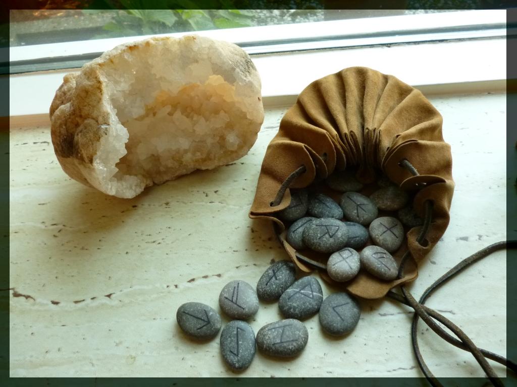 runes, runeset, clear quartz cluster