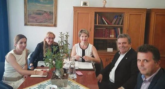 Συνάντηση Δημάρχου Ιλίου με την Υφυπουργό Υγείας και τη Διοικητή του Νοσοκομείου «Αττικόν» για το ζήτημα του κολυμβητηρίου