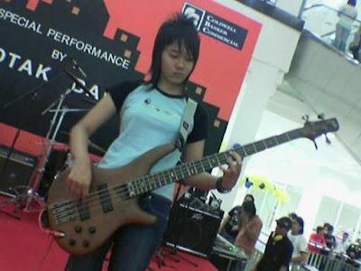 Bassist Kotak