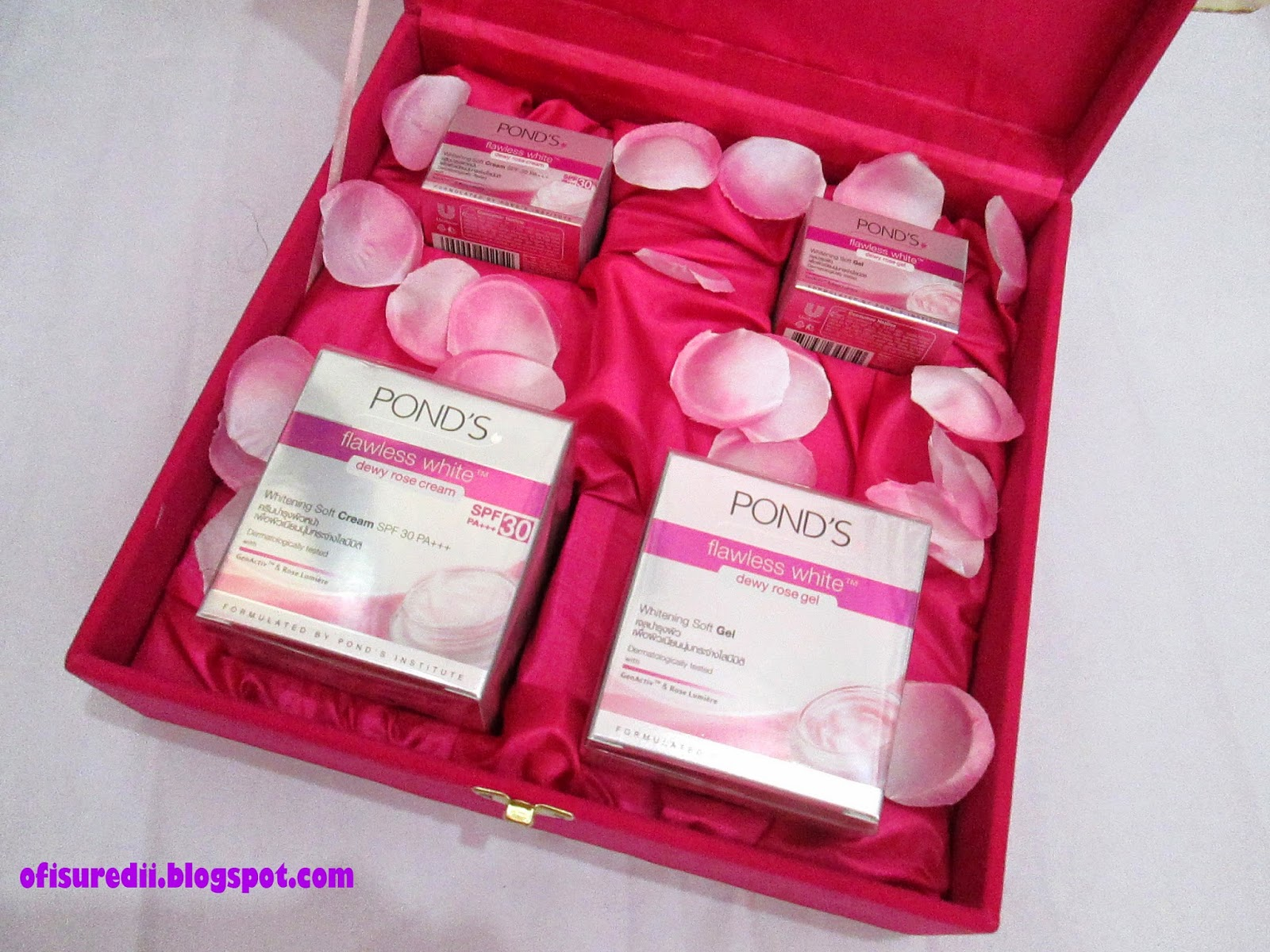 Ponds Flawless White Dewy Rose Cream Spf 30 Pa 10gr Daftar Harga Gel 50 G All Fellow Bloggers Who Are Honor To Try