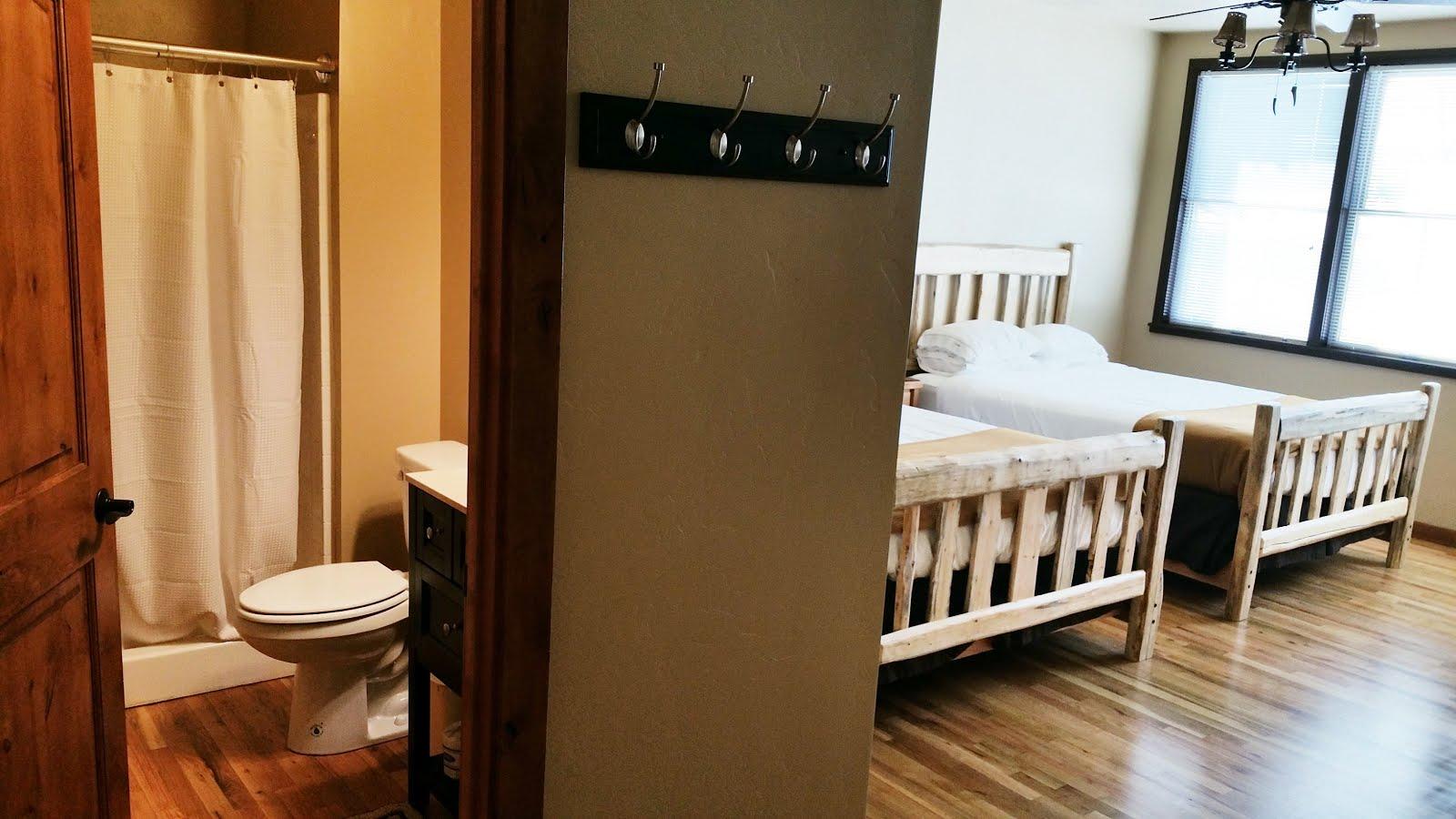 Lodge- Pine Room