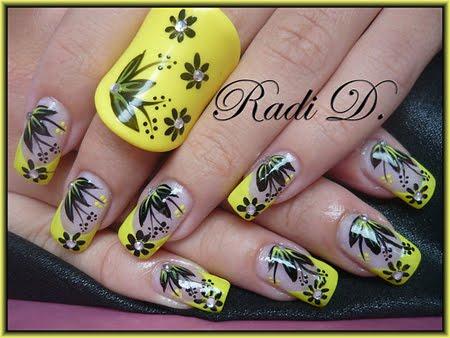 Жълт френч с черни цветя